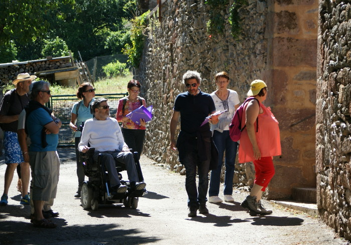 Le premier groupe dans les vielles rues d'Estables.