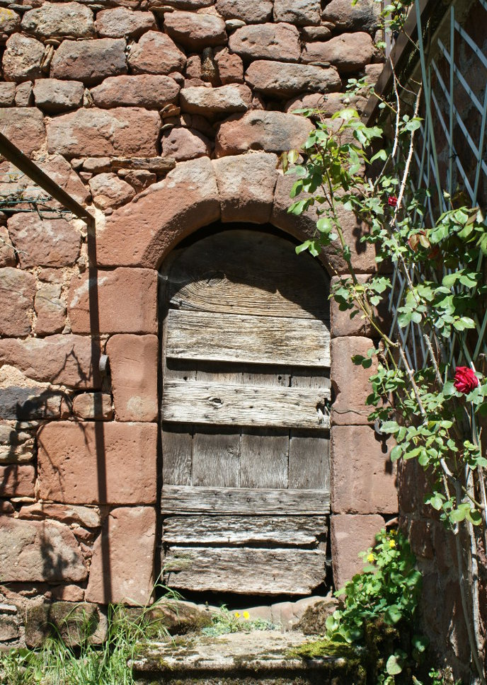 Gachoux , détail de porte ancienne.